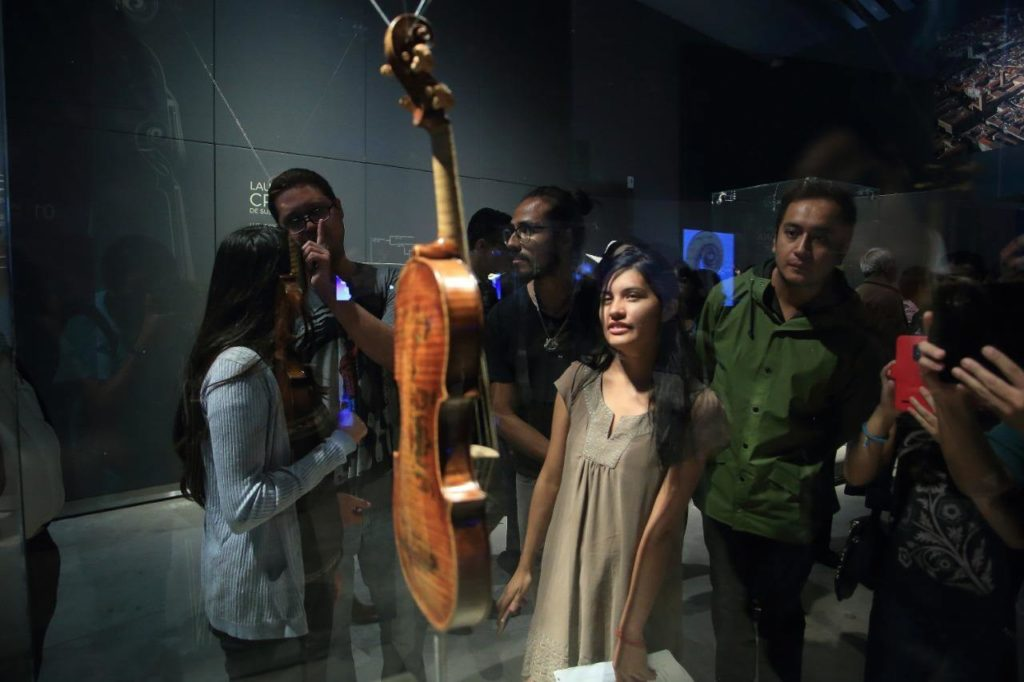 I violini di Cremona in mostra a Puebla foto di Andres Lobato